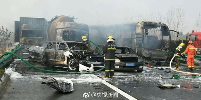 2017年首度再现季节性最大马路杀手:安徽阜阳30余车连环相撞